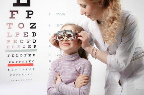 eyes check up