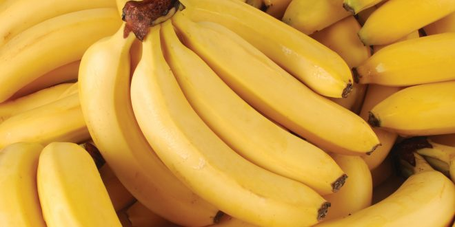 how to whiten teeth with banana