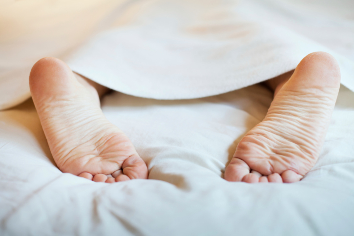 sleep better with feet uncovered