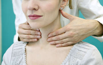 thyroid symptoms in women in hindi