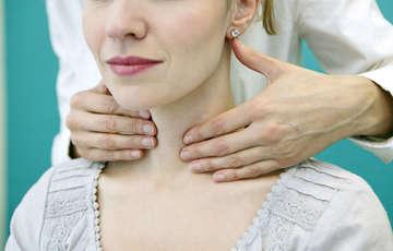 thyroid symptoms in women in hindi