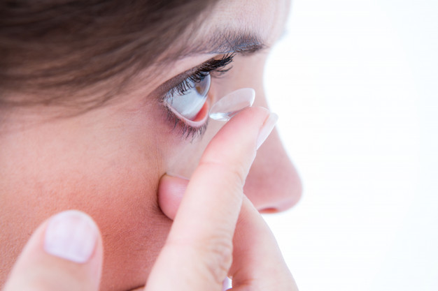 effects of wearing contact lens everyday